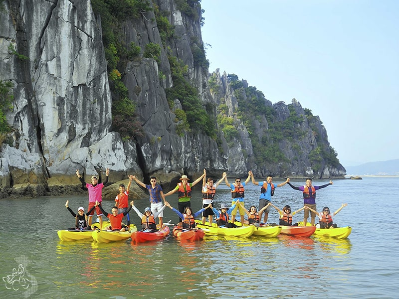 Halong Bay kayaking - Halong bay cruise trip